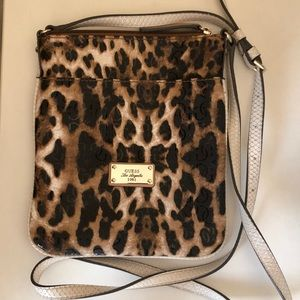 Guess crossbody leopard print textured bag.